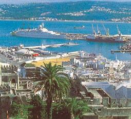 Blick auf Tanger und den Hafen