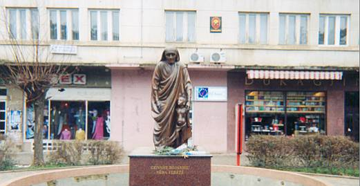 "Denkmal ""Mutter Theresa"" in Prishtina"